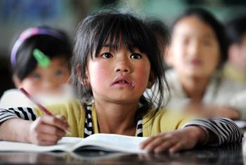 越来越多的农村父母开始将孩子送往城里读书