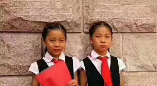 紧急扩散! 8岁双胞胎姐妹澳门金沙游玩走失 看到快联系警方