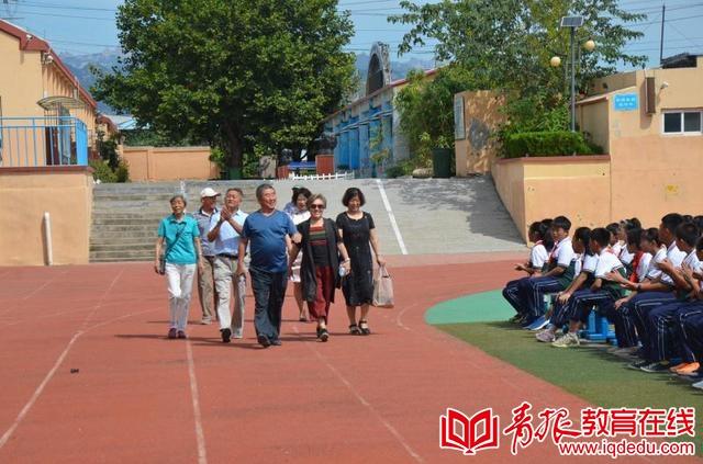 崂山四中:新老教师共联欢,家校共庆教师节