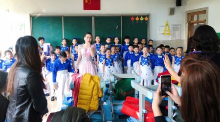 枫彩少年,歌声飞扬!嘉峪关学校二二班合唱团献礼65周年校庆