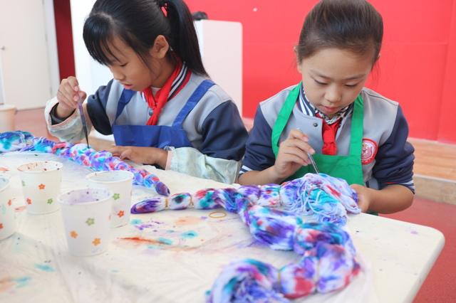青岛上海支路小学:传承纺织文化,体验非遗魅力