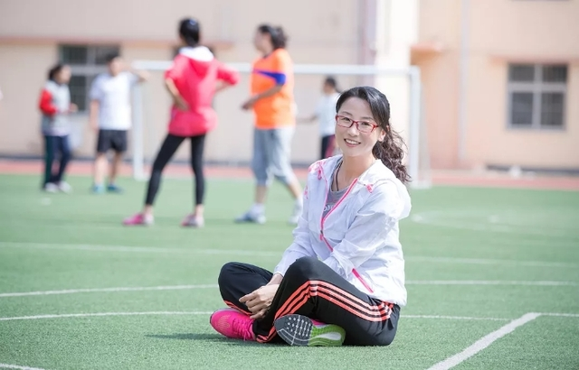 """李沧教师喜获教育部荣誉奖章:她把体育课上得""""绳""""动又精彩"""
