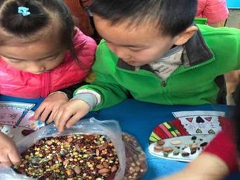 传统节日乐趣多 腊八粥里学民俗 青岛聚仙路幼儿园上了一节腊八实践课