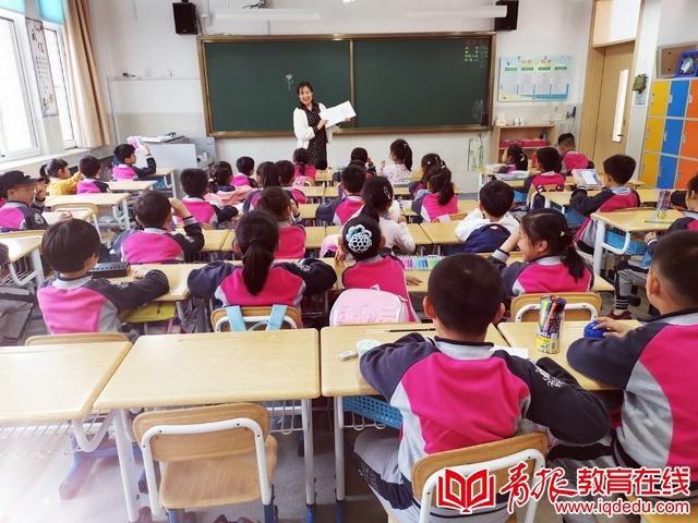 崂山育才学校一年级四班:感恩母亲节,童心报春晖
