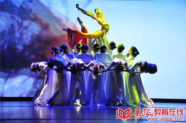 """青岛市""""十个一""""项目诗词文化节暨学生经典吟诵大会开播仪式启动"""