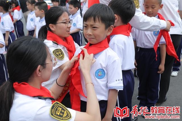 我们入队啦!青岛包头路小学举行一年级入队仪式