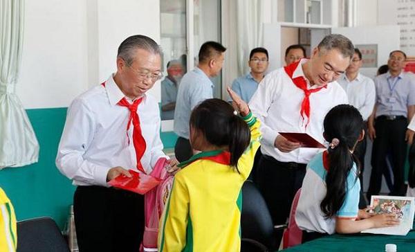刘家义调研莱西教育 向少年儿童致以节日祝贺