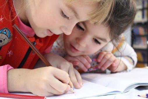全国儿童青少年总体近视率53.6%,教育部发五项护眼倡议