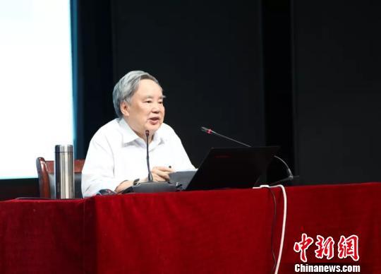 """温儒敏:""""高考语文要让15%的考生做不完卷子""""是讹传"""