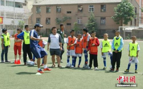 教育部将试点幼儿足球,今年将建三千所特色幼儿园