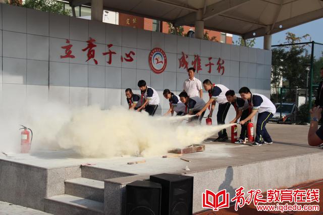 崂山区第七中学:普及国防教育 开展人防演练