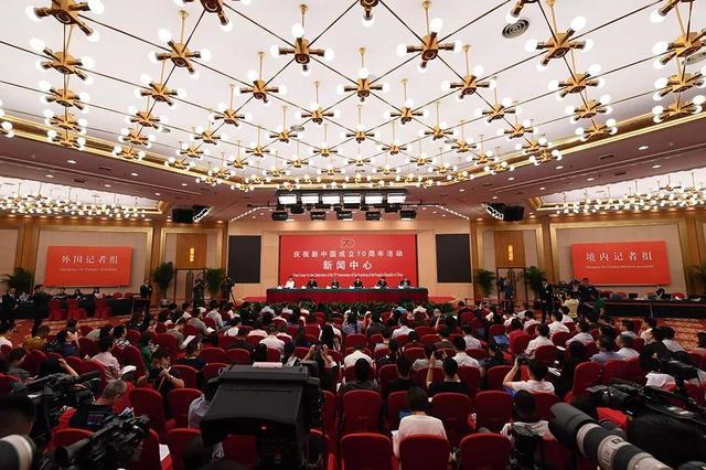 教育部长陈宝生出席发布会,五看教育70年