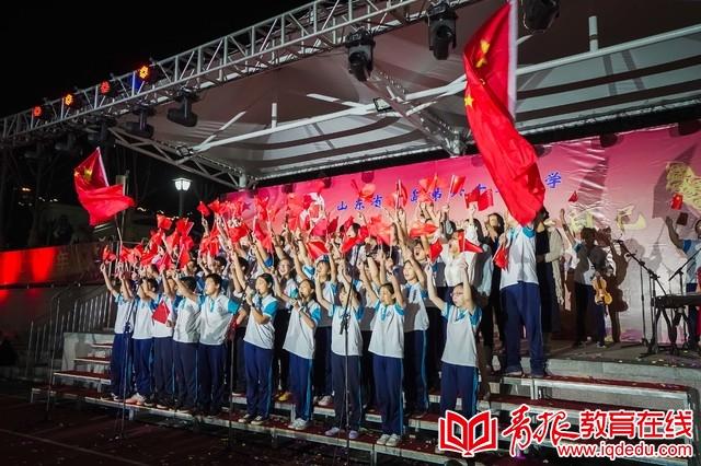 """青岛65中:两千师生、家长唱响""""我爱你中国""""最强音"""