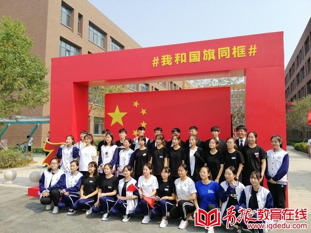 青岛工程职业学院新生开学典礼:诗歌赞祖国 白蜡做见证