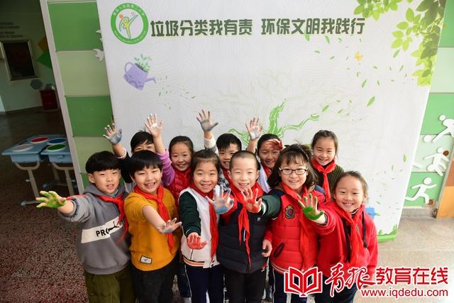 """人民路第二小学:迎新年拒绝铺张浪费,""""环保树""""已在孩子们心中生根发芽"""