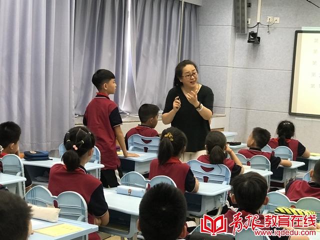 """市南区教研员梁青:首创四维联动教学法,撬""""动""""课堂有妙招"""