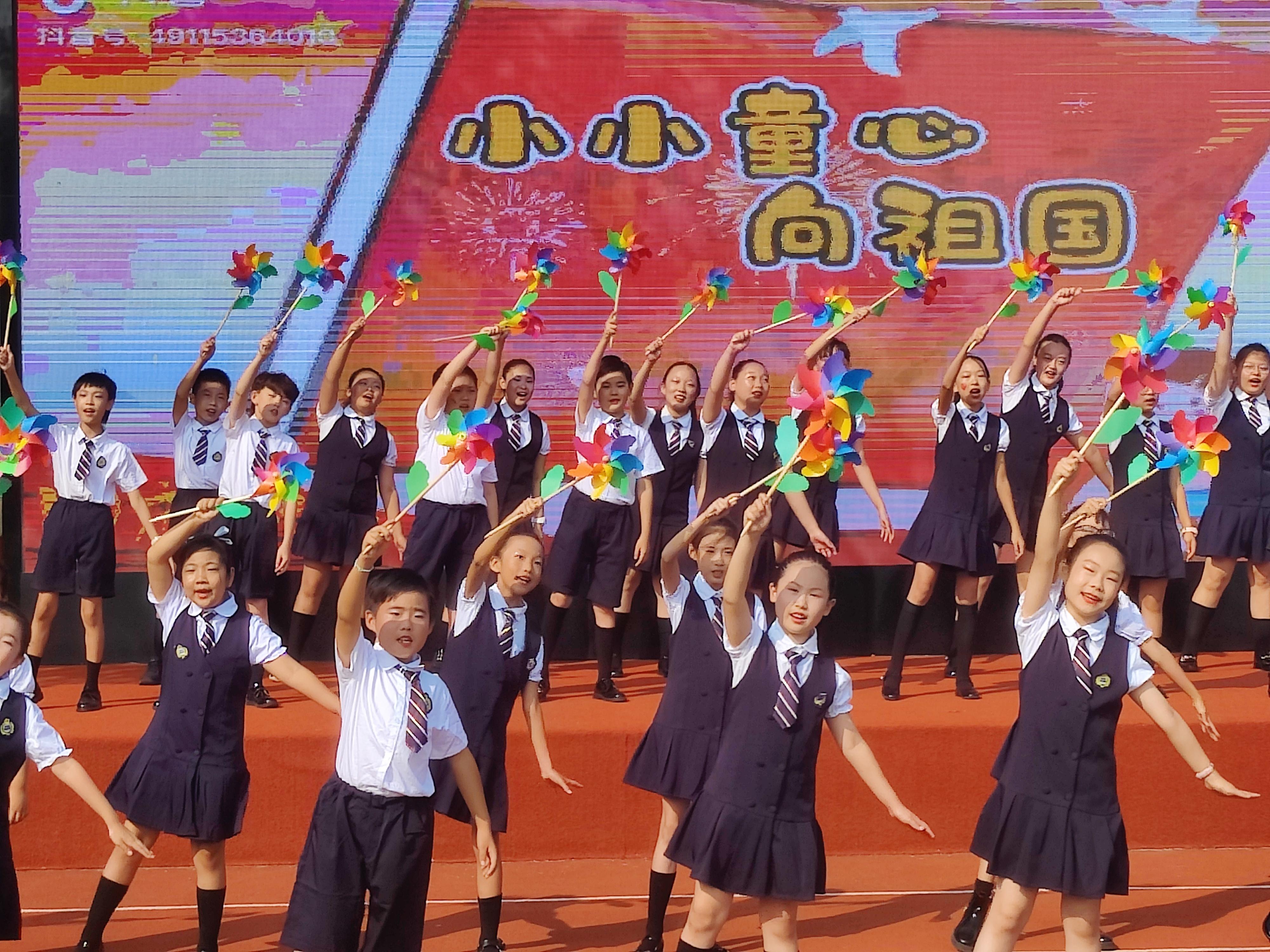 太平学子花式告白祖国,校园洋溢中国红
