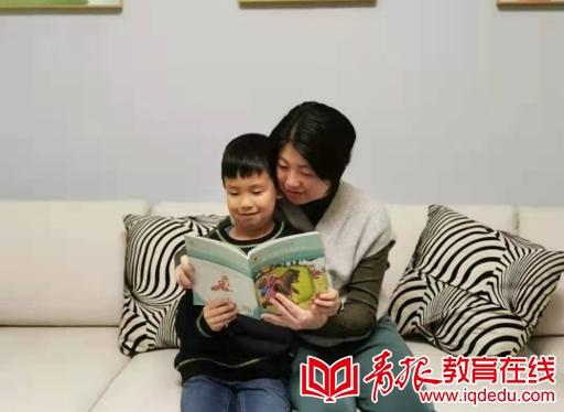 携手共育,书香满屋 记青岛实验小学一年级二班阅读好习惯养成